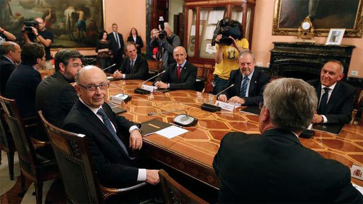 Gobierno y País Vasco firman el cupo vasco y la devolución de los 1.400 millones a Euskadi