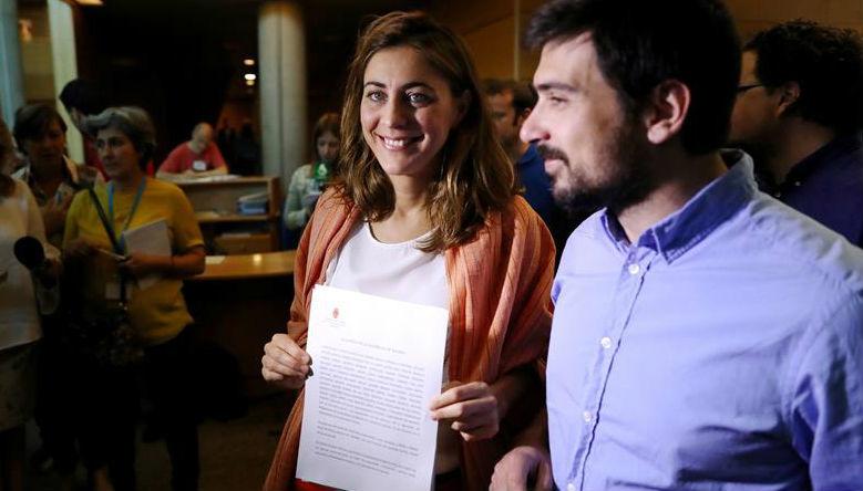 La diputada de Podemos Lorena Ruiz Huerta y el senador Ramón Espinar registran hoy en la Asamblea de Madrid una moción de cent