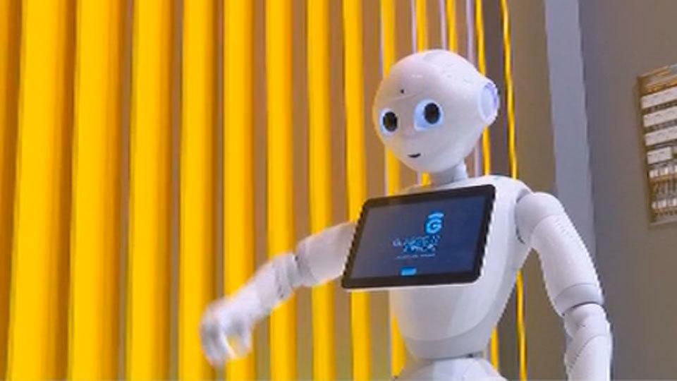 Un robot en el Congreso sobre Empresas Digitales en Madrid