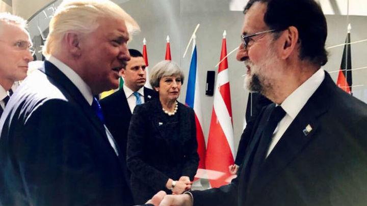 Rajoy saluda a Trump y mantienen una breve conversación en la cumbre de la OTAN