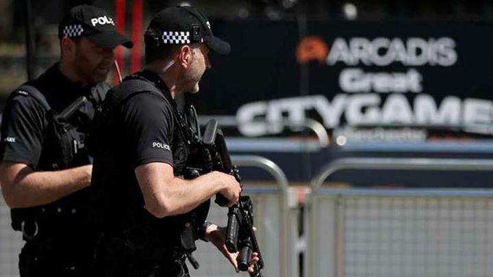 Reino Unido rebaja alerta terrorista al progresar investigación del atentado