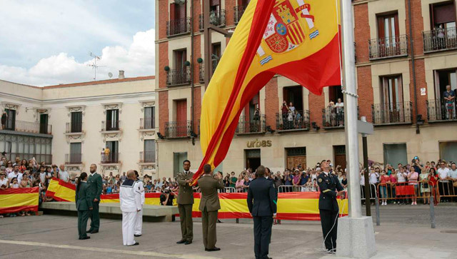 Un momento del acto de izado solemne de bandera en Guadalajara