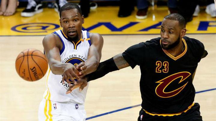 132-113 (2-0). Curry y Durant aplastan a los Cavaliers