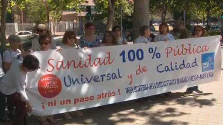 """La Marea Blanca entrega 38 propuestas para """"rescatar"""" la sanidad pública"""