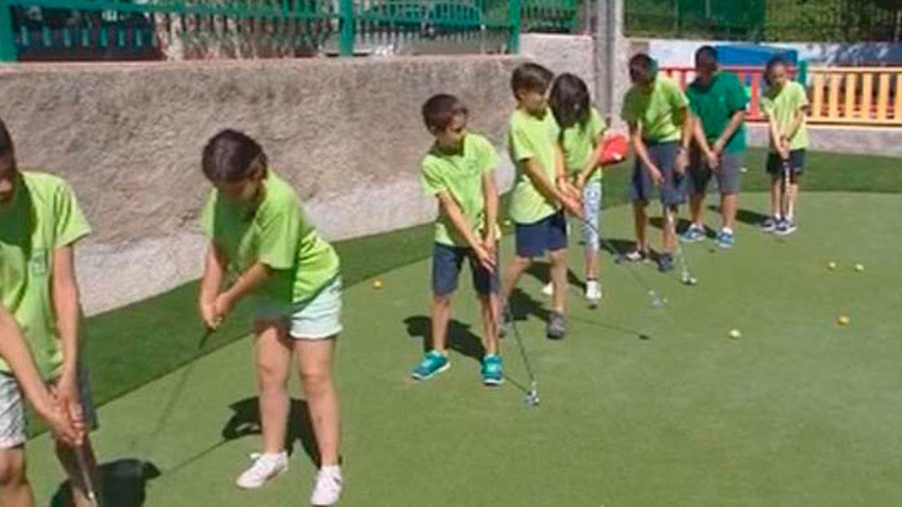 Golf, en el patio del colegio