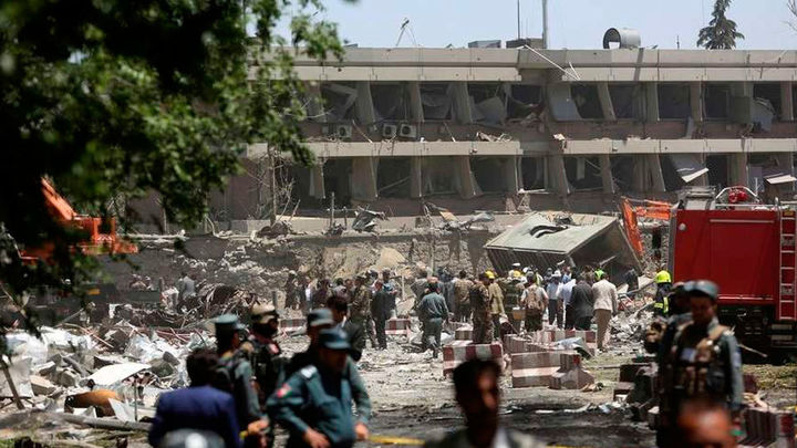 El presidente afgano afirma que hubo 150 muertos en el atentado de Kabul