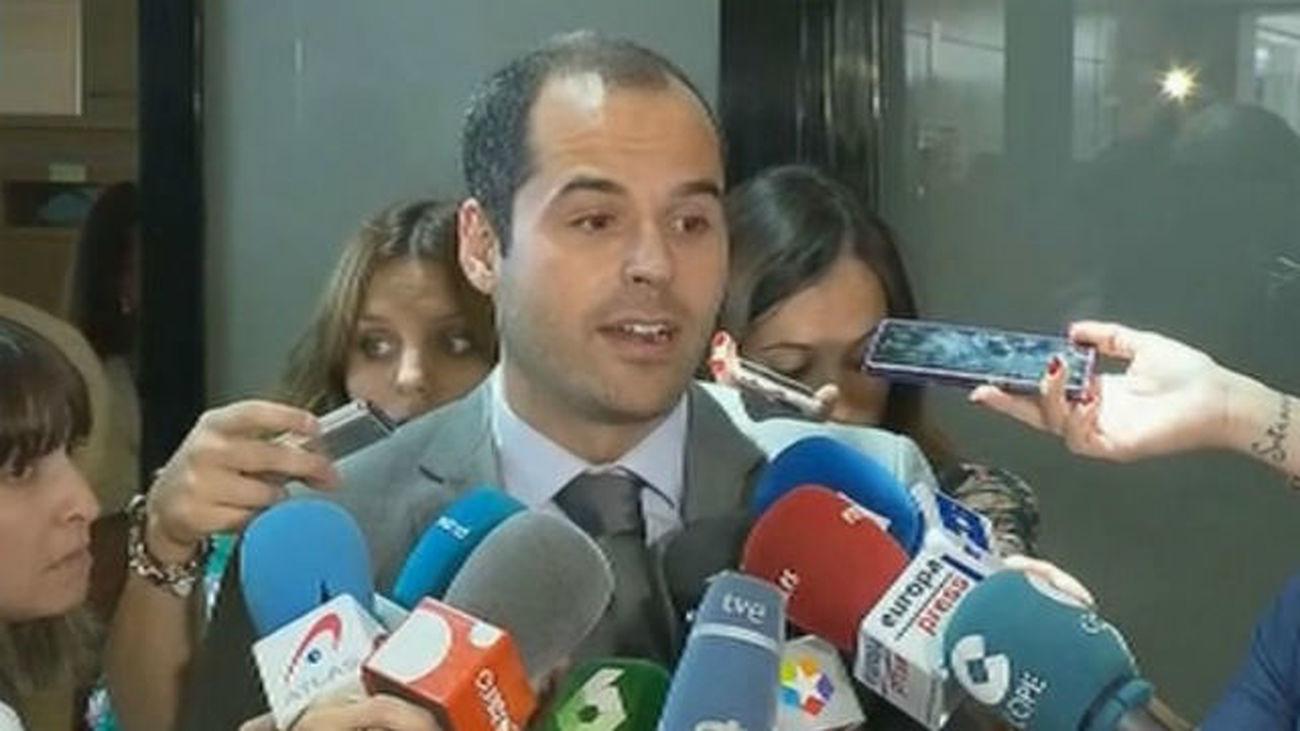 """Aguado dice que la moción es la muestra de """"política estéril"""" de PP y Podemos"""