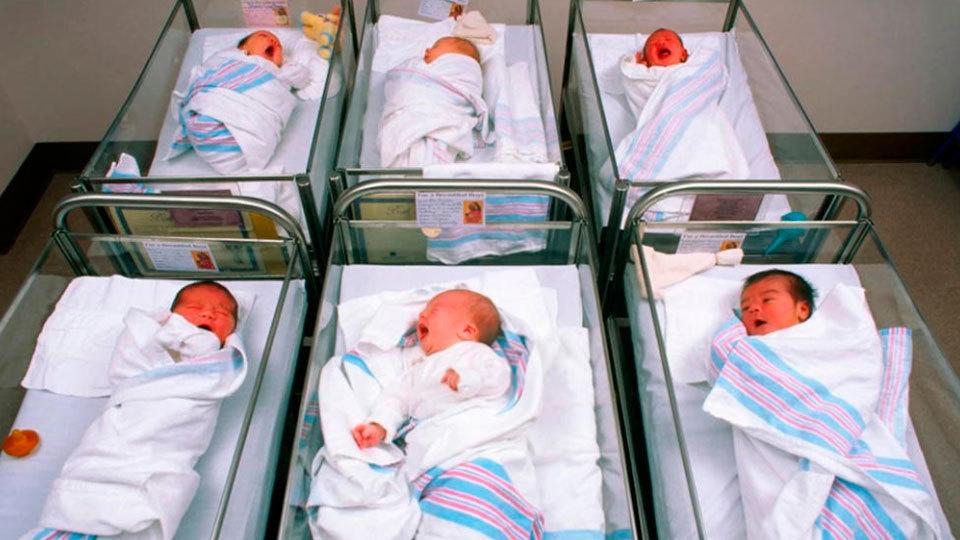 España registra otra vez más muertes que nacimientos en 2016