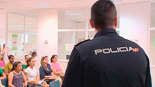 La Policía Nacional imparte charlas