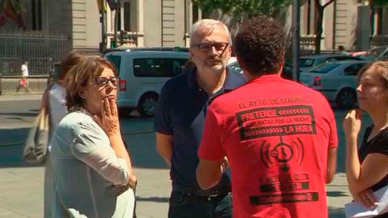 Un empresario de Gaztambide protesta en Cibeles contra la Zona de Protección Acústica Especial