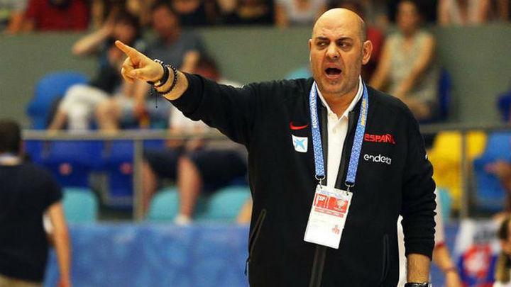 Lucas Mondelo se defiende y niega maltrato a sus jugadoras