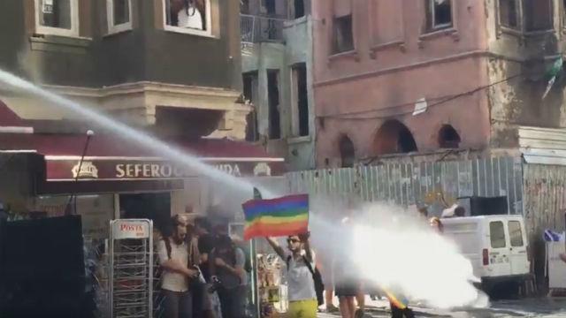 La policía turca impide la Marcha del Orgullo en Estambul