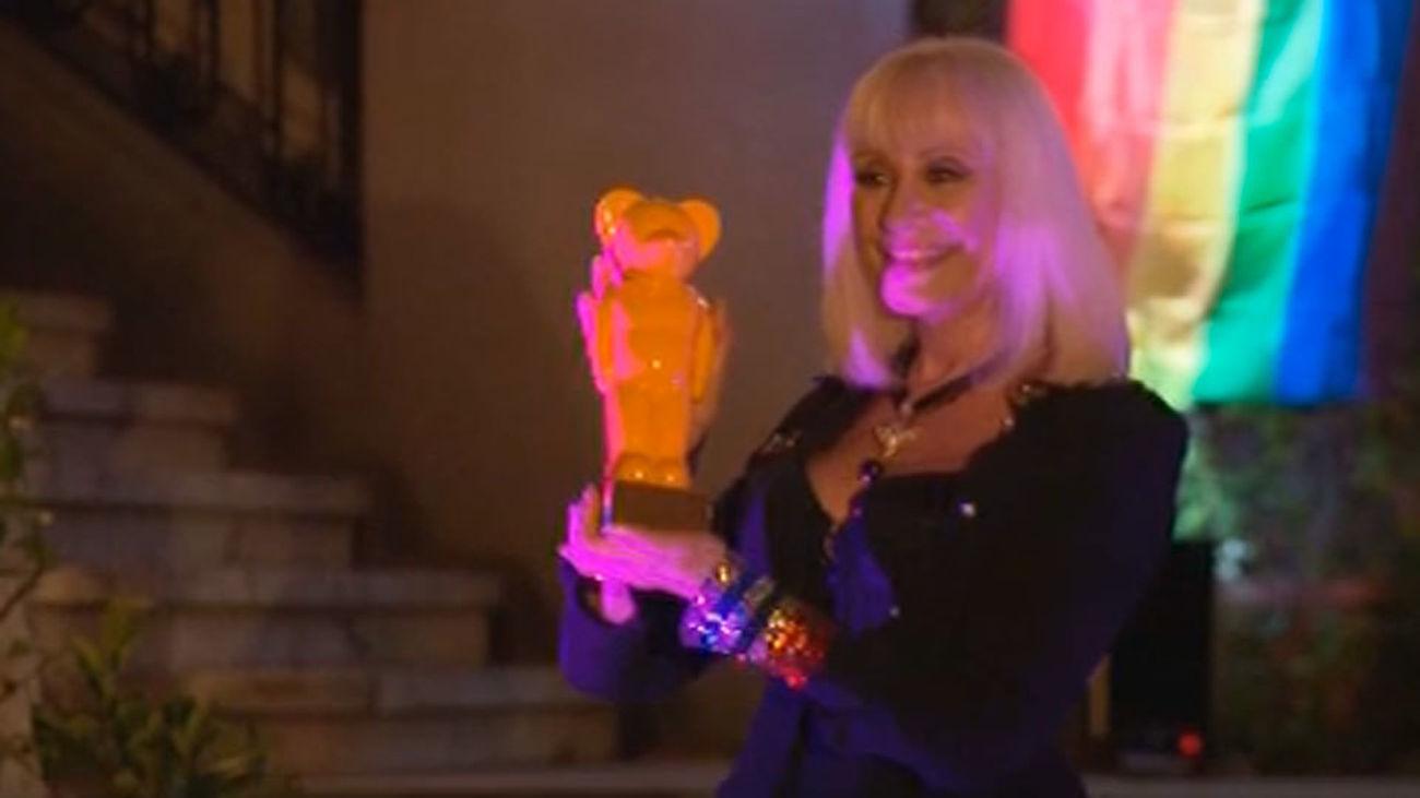 La artista italiana Raffaella Carrá recibe el Premio World Pride 2017