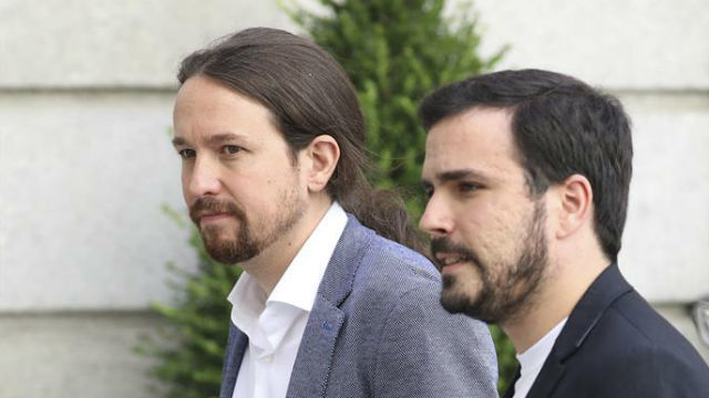 El líder de Podemos, Pablo Iglesias y el coordinador general de Izquierda Unida, Alberto Garzón, a su llegada al Congreso de los Diputados, donde los Reyes presiden la conmemoración del 40 aniversario de las elecciones de 1977