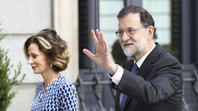 El presidente del Gobierno, Mariano Rajoy, a su llegada al Congreso de los Diputados, en  la conmemoración del 40 aniversario de las elecciones de 1977