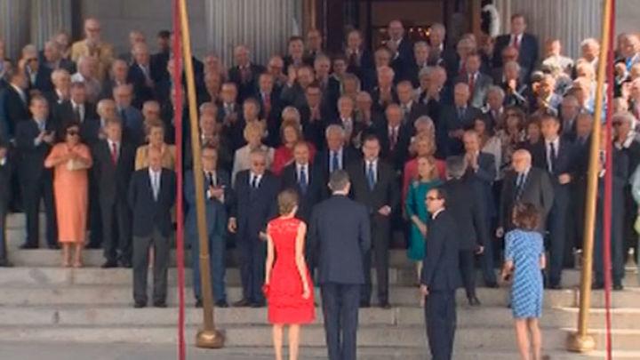 Todos los partidos creen que Don Juan Carlos debió estar en el homenaje a los constituyentes