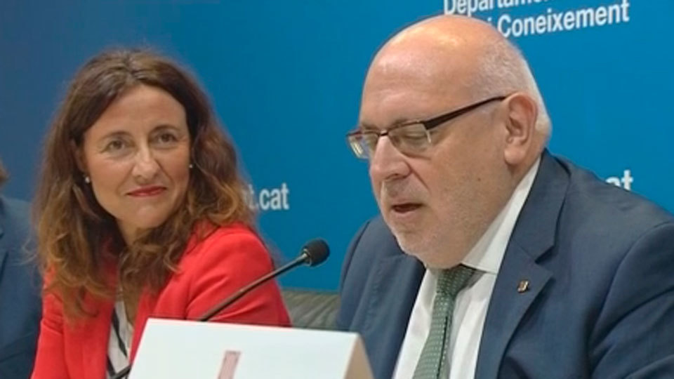 Puigdemont destituye el conseller díscolo con el referéndum