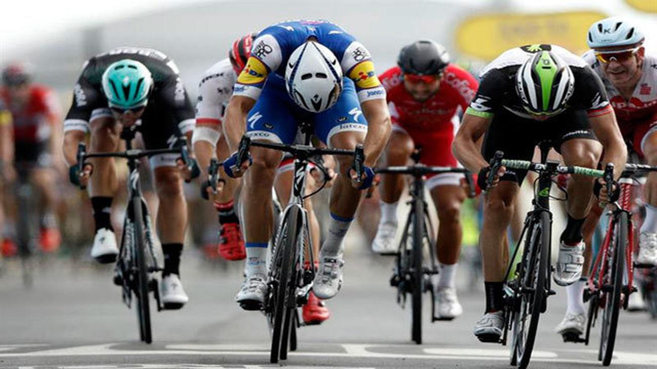 El ciclista alemán del equipo Quick Step Floors Marcel Kittel, vencedor al sprint de la séptima etapa del Tour
