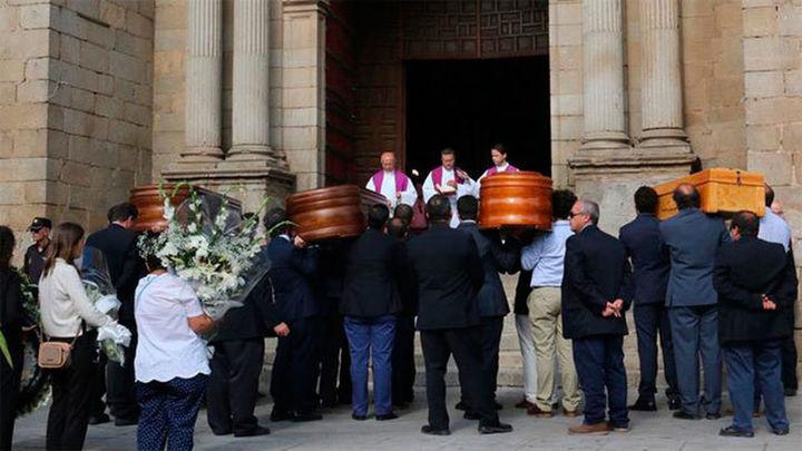 Extremadura despide entre lágrimas a la familia fallecida en Jerte