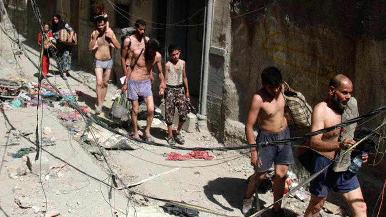 Civiles huyen semidesnudos de Mosul para distinguirse de los yihadistas