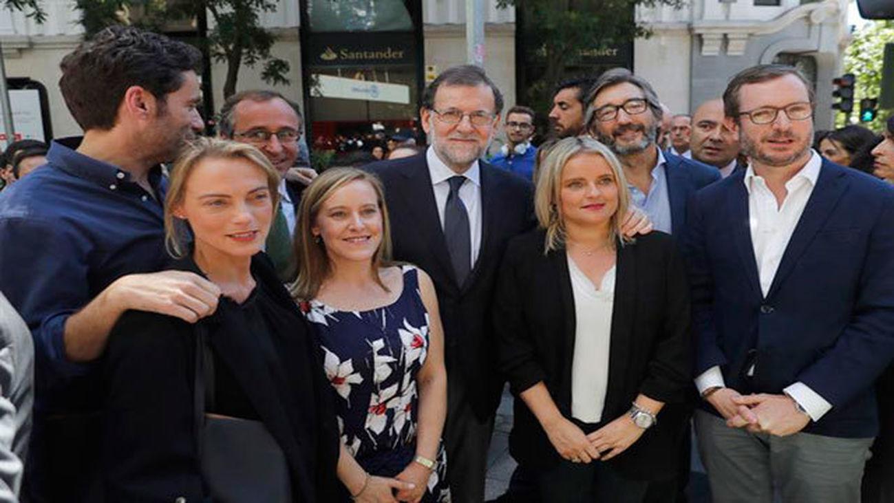 Rajoy con María del Mar Blanco y dirigentes vascos del PP