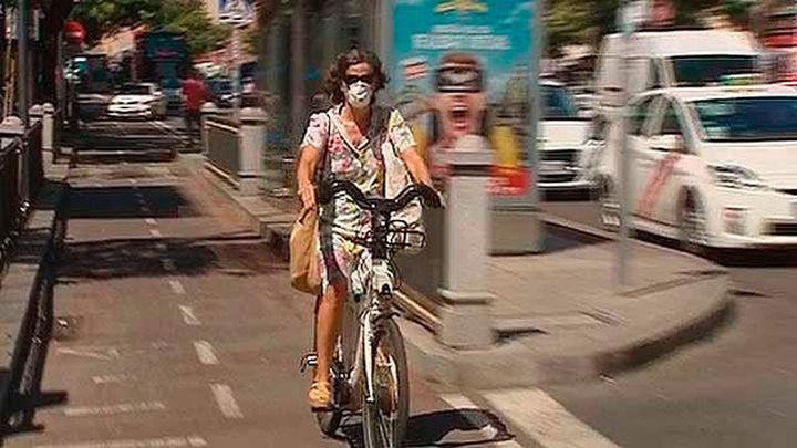 """Madrid Ciclista advierte de los """"peligros"""" de los carriles bicis segregados"""