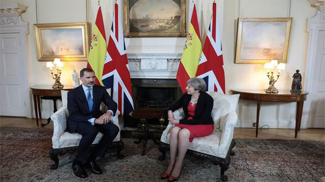 Felipe VI se entrevista con la 'premier' británica Theresa May