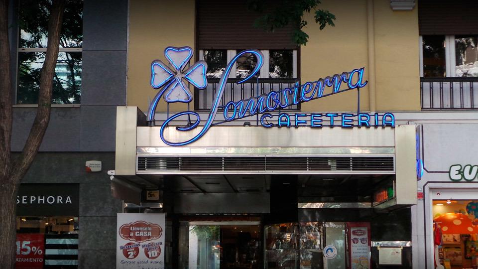 Cafetería Somosierra, en la calle Fuencarral 135