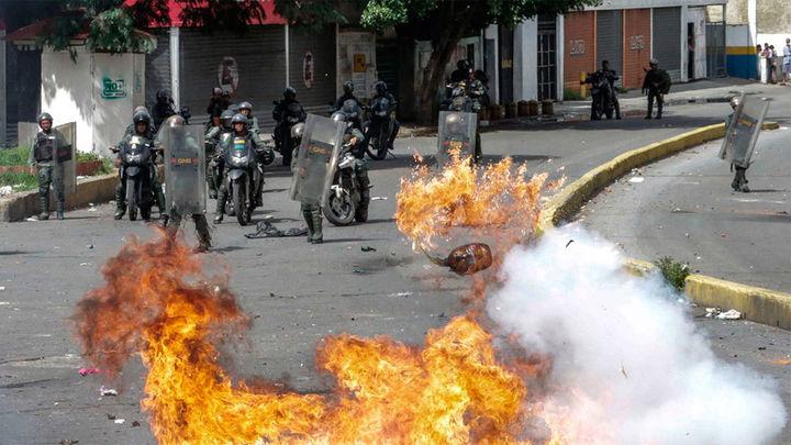 Dos muertos y 261 detenidos durante la huelga general contra Maduro