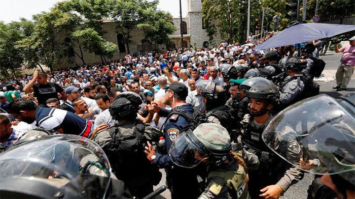 Tres palestinos muertos en disturbios contra las medidas de seguridad en la Explanada de las Mezquitas