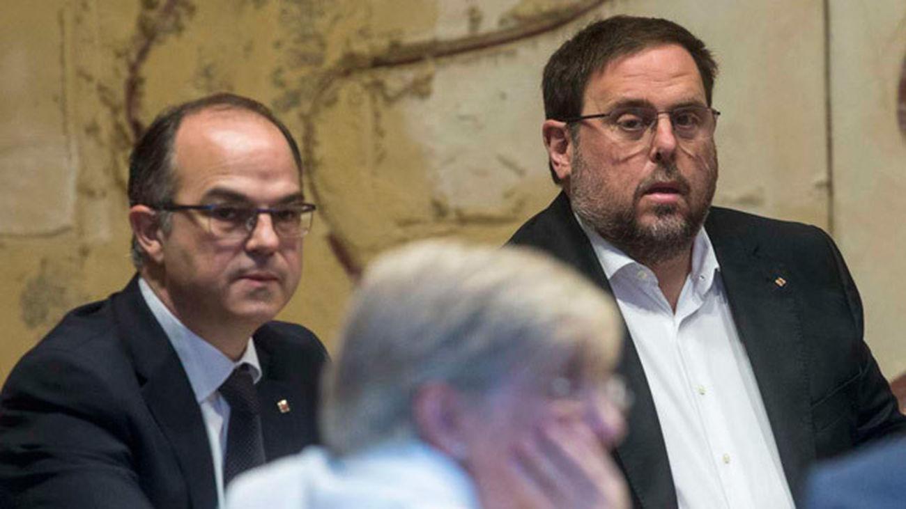 El vicepresidente del Gobierno y consejero de Economía, Oriol Junqueras, y el consejero de la Presidencia, Jordi Turull