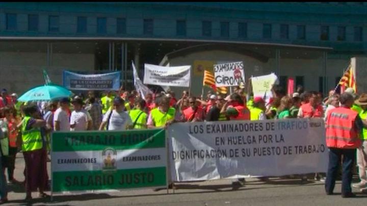Los examinadores de tráfico amenazan con huelga indefinida en septiembre