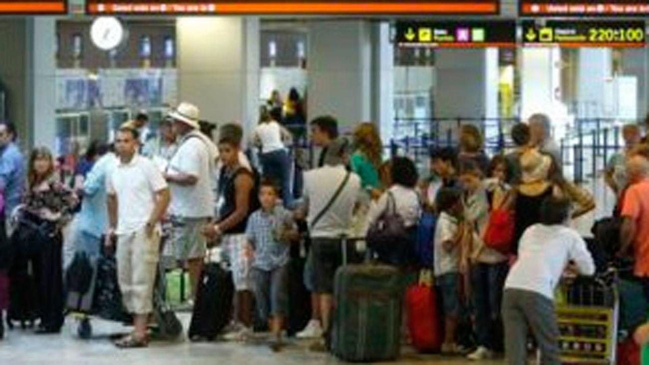 Barajas espera 5.366 movimientos con 958.000 asientos ofertados