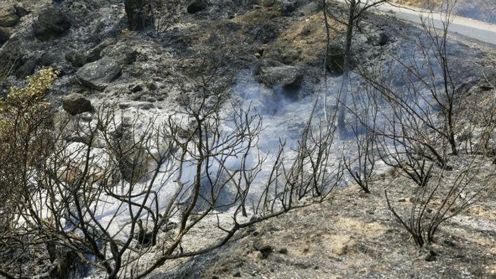 Sigue sin control el incendio de Yeste, que se complica por la meteorología