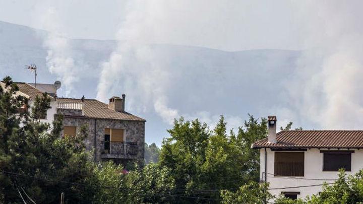 El fuego de Yeste sigue sin control y trabajan en su extinción 54 medios
