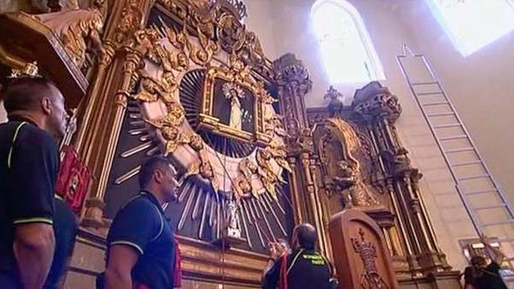 Los bomberos rinden el tradicinal homenaje a la Virgen de la Paloma