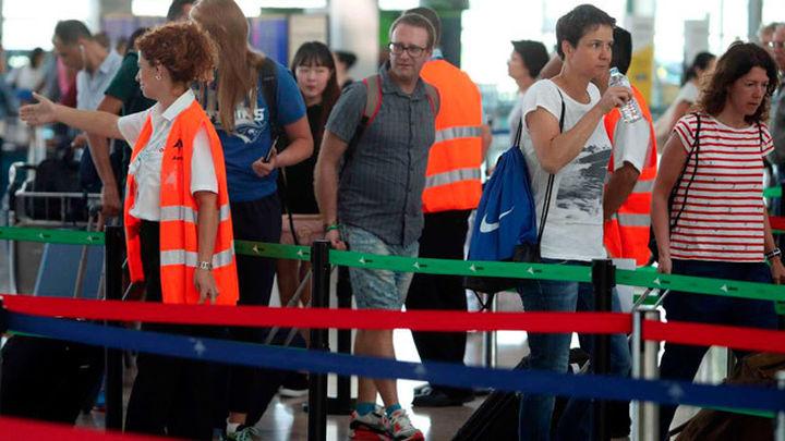 Los vigilantes de seguridad de El Prat irán a la huelga a partir del 9 agosto