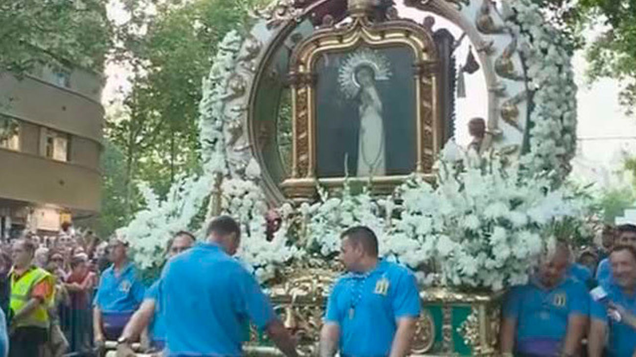 Los madrileños homenajean a la Paloma en el último día de fiesta
