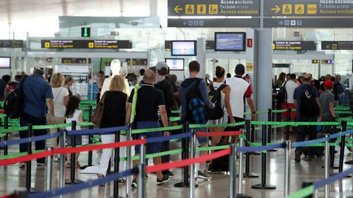 Vuelve la tensión a los aeropuertos de la mano de los vigilantes de seguridad