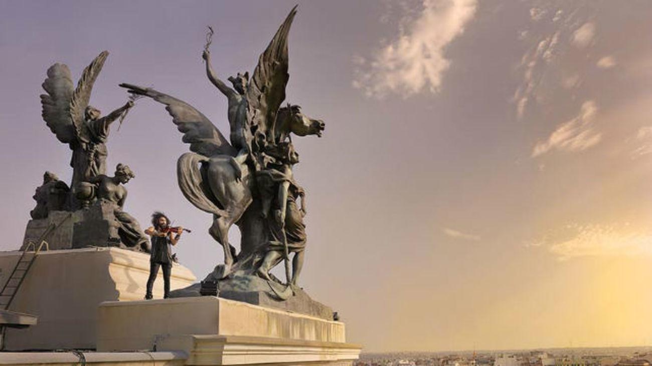 Barajas acoje una gira fotográfica sobre Madrid de Javier Aranburu