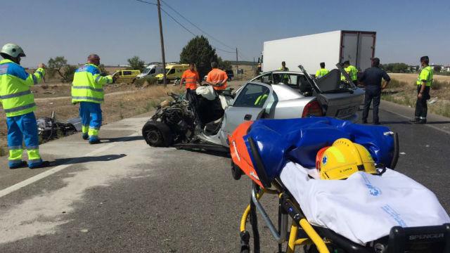 Herido grave un conductor tras chocar contra un camión en la M-404