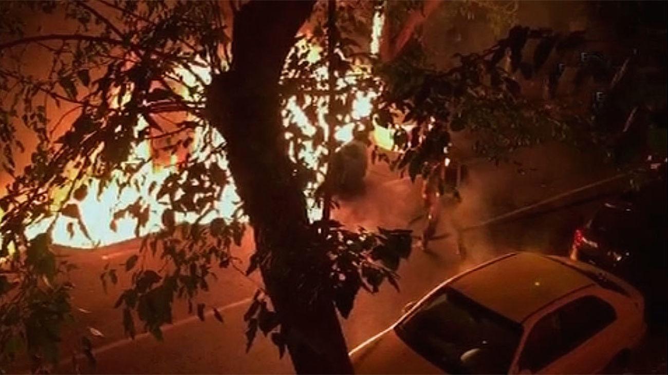 Detenido el pirómano que se pasó la noche quemando contenedores en Carabanchel