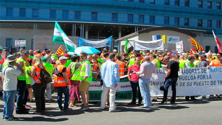 Desconvocada la huelga indefinida de examinadores de Tráfico