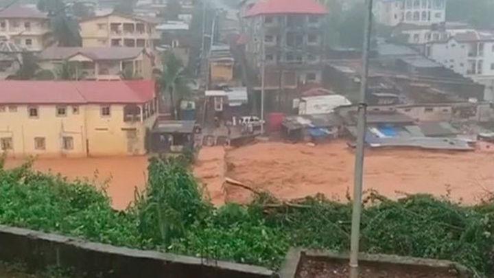 La Policía colabora en la identificación de las víctimas de las inundaciones en Sierra Leona