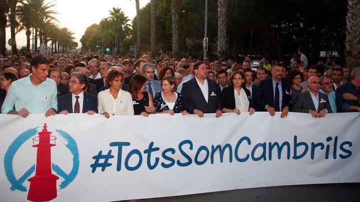 Miles de personas se manifiestan en Cambrils contra el terrorismo
