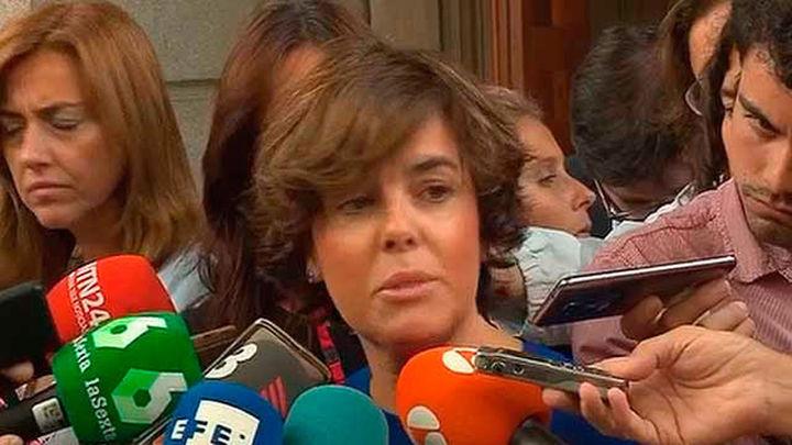 """Sáenz de Santamaría anuncia una respuesta inmediata a la """"aberrante"""" iniciativa en Cataluña"""
