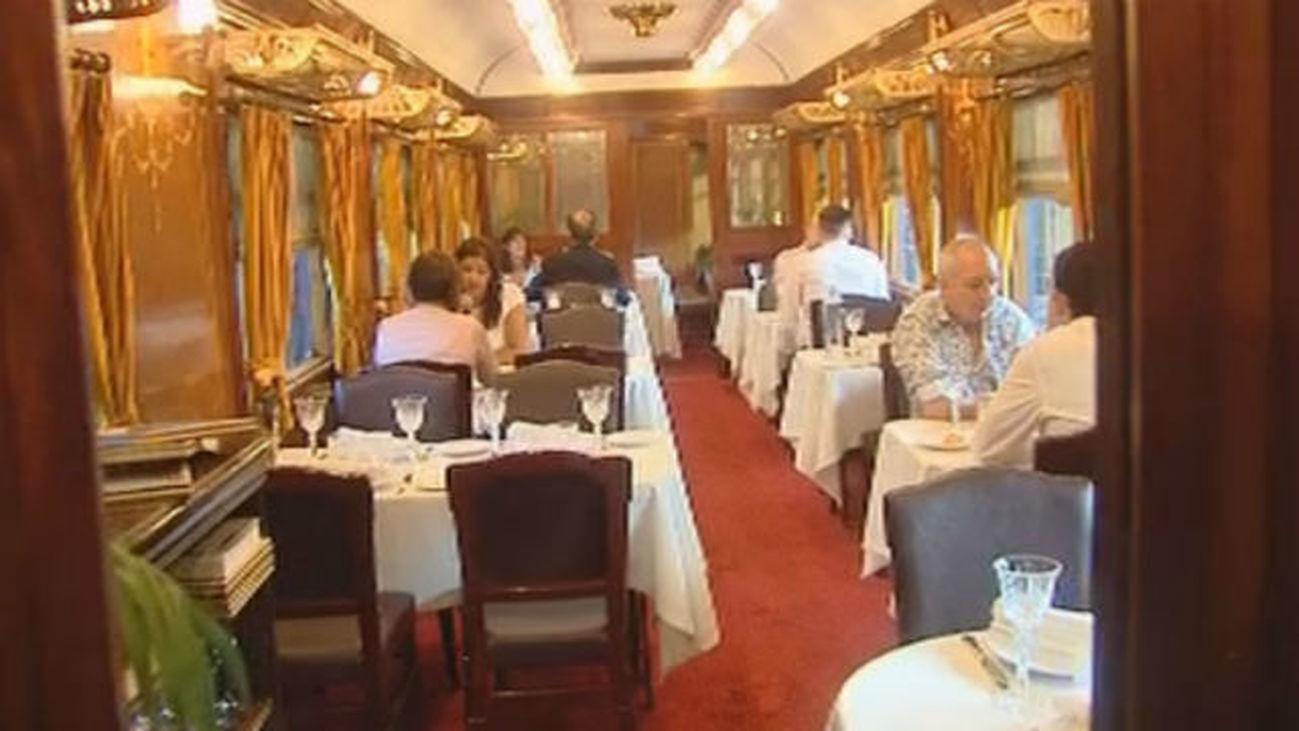 Una comida de lujo sin salir del Museo del Ferrocarril