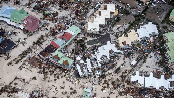 Irma deja ocho muertos, daños y destrucción y amenaza ahora a La Española