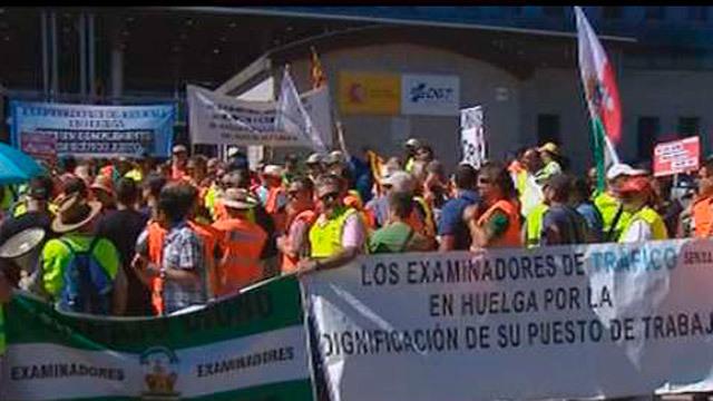 Huelga de examinadores de la DGT