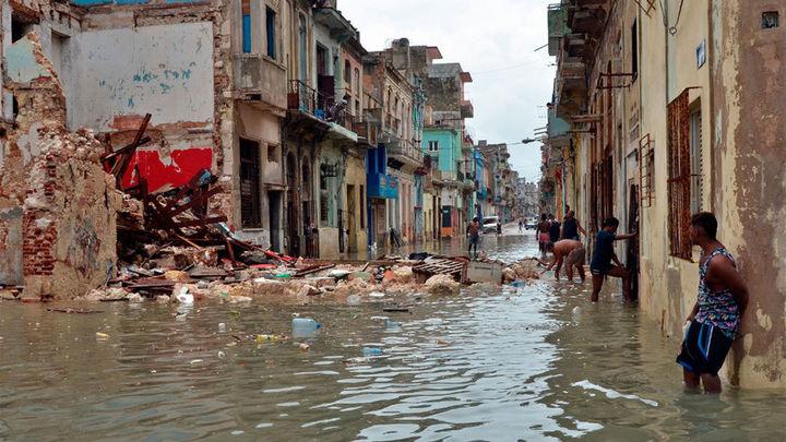 Irma deja muerte y una gran devastación antes de debilitarse en EE.UU.